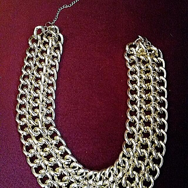 Gold Necklace Equip