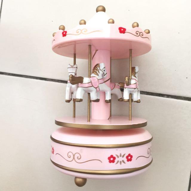 粉紅色旋轉木馬擺飾/家飾/裝飾/佈置/拍攝道具/攝影道具/zakka