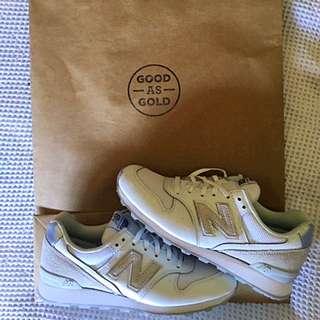 Size 7 Women's New Balance Silver White Sneakers