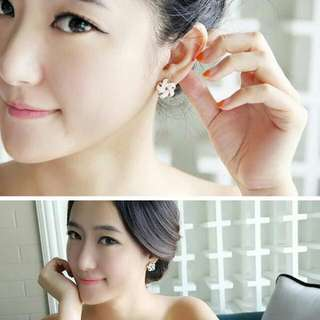 [READY] Anting Tusuk Forever 21 flower shape decorated simple design