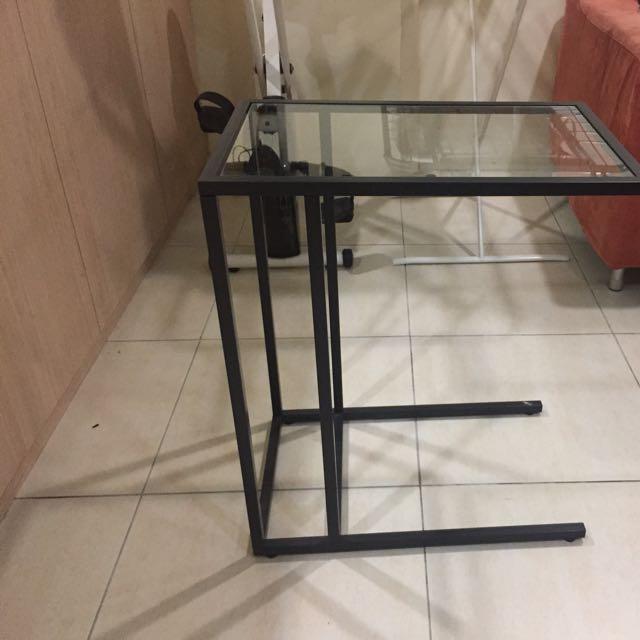 IkEA玻璃黑色邊桌