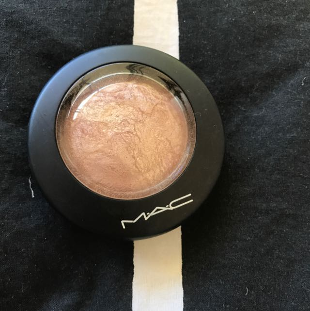 MAC AC 4 Soft And Gentle Mineralize Skinfinish