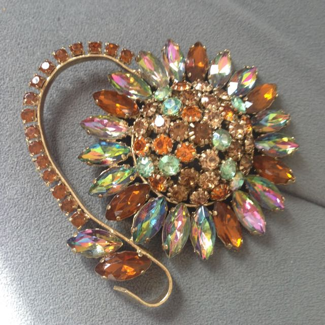 Mango Jewelry Brooches
