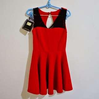 (全新) 顯瘦款紅色小洋裝 適合接待、正式場合
