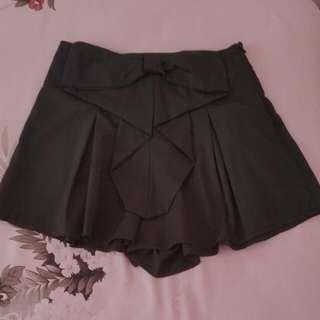 Black Skirt/Skort/Shorts Size 8