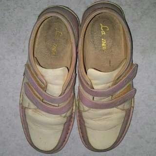 La New 休閒皮鞋