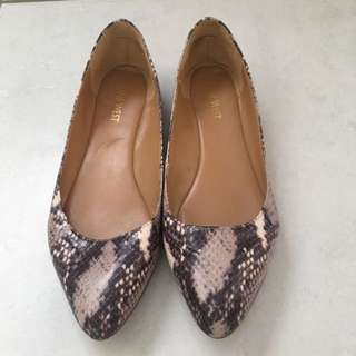 Nine West Size 8 Snakeprint Flats