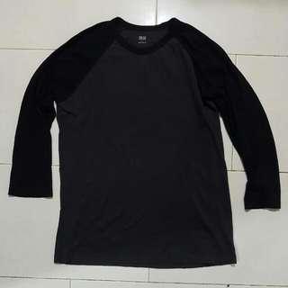 Uniqlo Black & Grey Raglan T Shirt