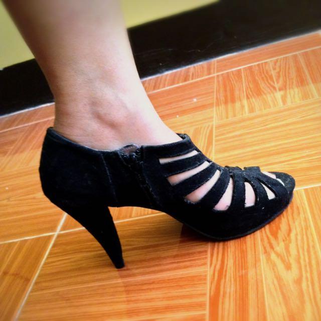 APT.9 Black High Heels