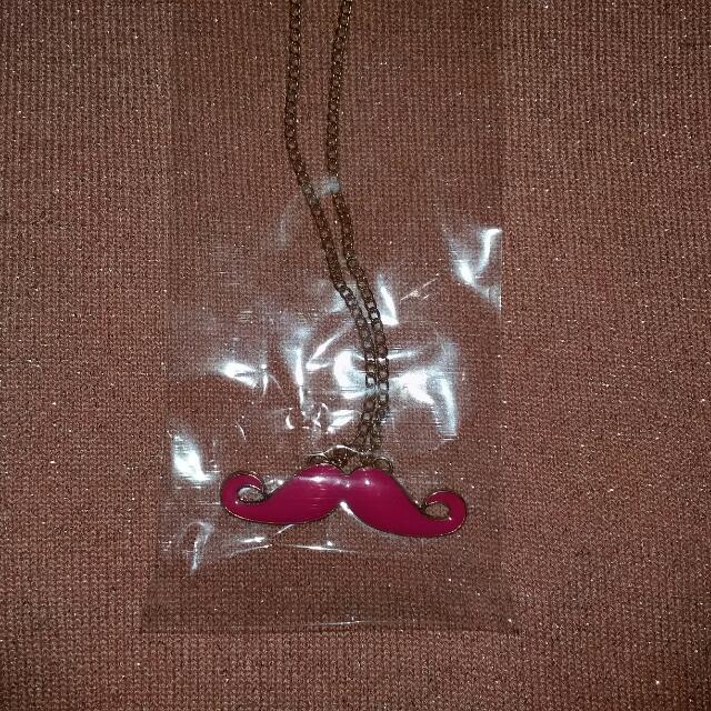 Kalung Mustache Pink Wanita