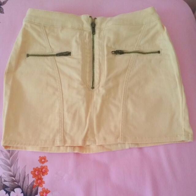 Peach Mini Skirt With Pockets. Kenji. Size 8-10
