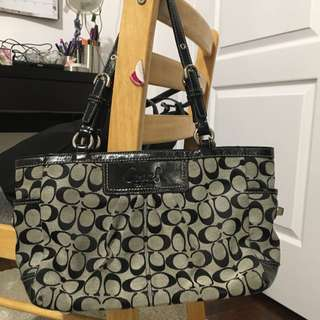 Authentic coach Bag ( For pick Up Nov 01)