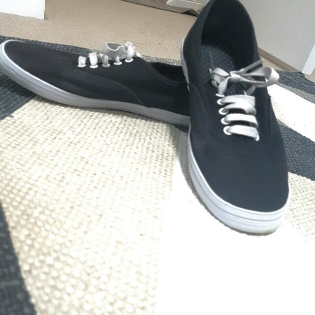 Black City Sneakers