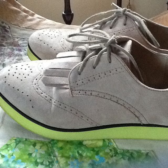 DIVIDED Ladies Bone/lime Soles Suede Look Brogues. Size 38