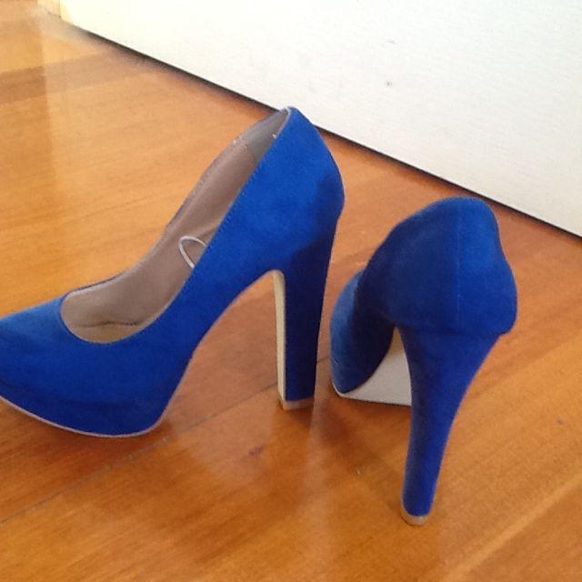 GIRL EXPRESS Blue Heels. Size 6