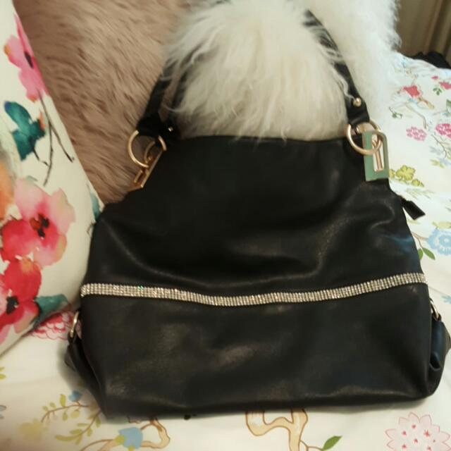 LaTique Black Hand bag Never Used..has Dimontie Dimond Strip Across Front  Fully Lined..buyer pays postage