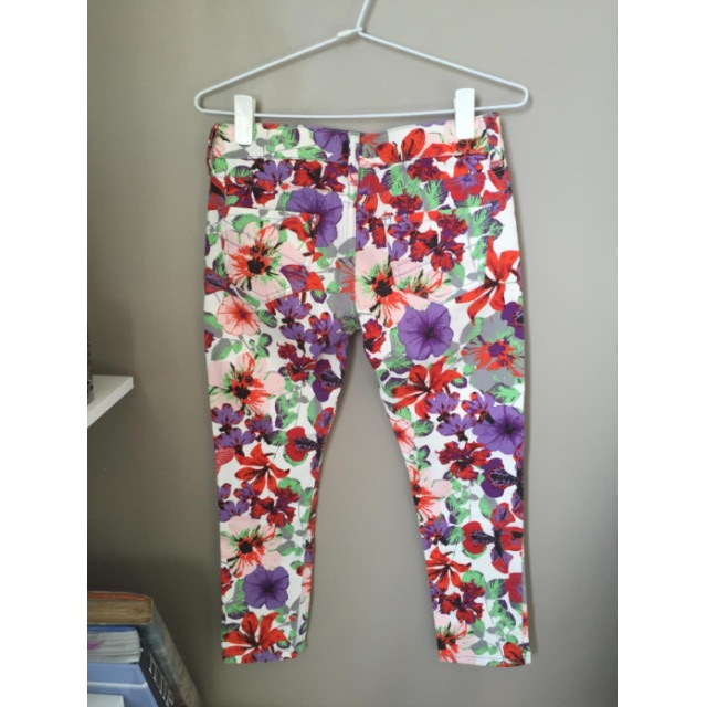 MISS SHOP 3/4 LENGTH FLORAL PANTS