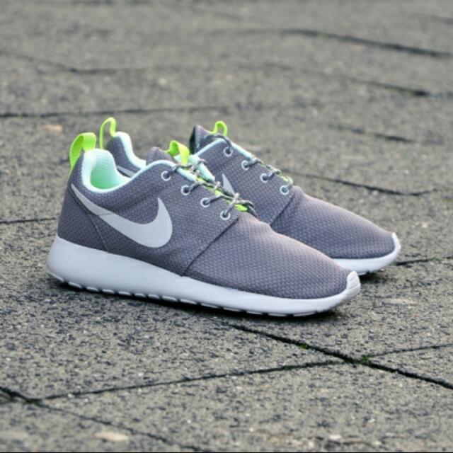 Nike Roshe Runs: Grey