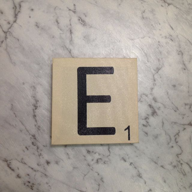Scrabble letter 'E'
