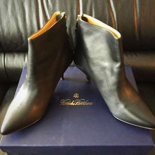 Brooks Brothers Kitten Hill Boots