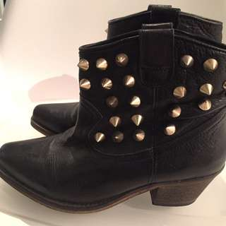 TBA Black Leather Western Style Boots W/ Gold Studs Size 6