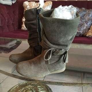 全新有型女童雞皮皮靴,可當新生禮