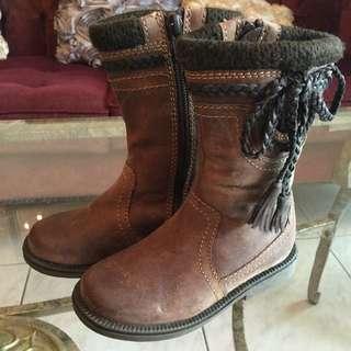 全新超有型咖啡色男女靴,適合新生禮