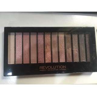 Revolution 12色眼影 8成新 可換物 原價購入可送同品牌唇膏