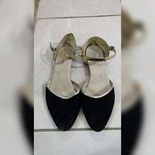 Black flat shoes with strap