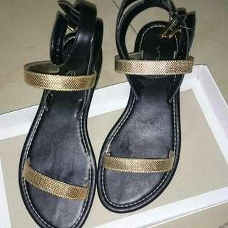 VNC C Sandal In Black
