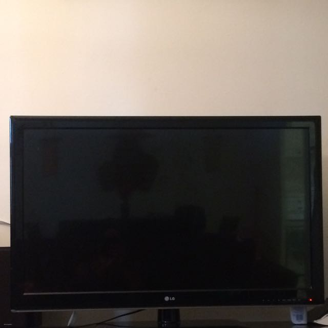 42 Inch LG Flat Screen Tv