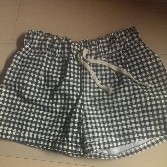 黑白格子伸縮短褲