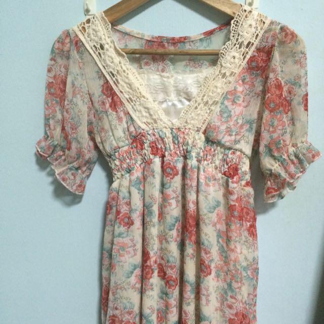 美麗花朵蕾絲雪紡紗洋裝