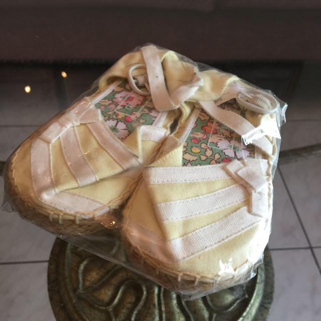 全新Baby Gap女鞋,適合送新生禮