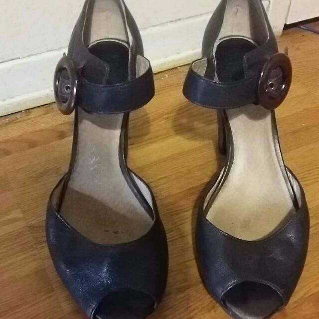 Dark brown Frye Mary Janes peep toe shoes heels 11