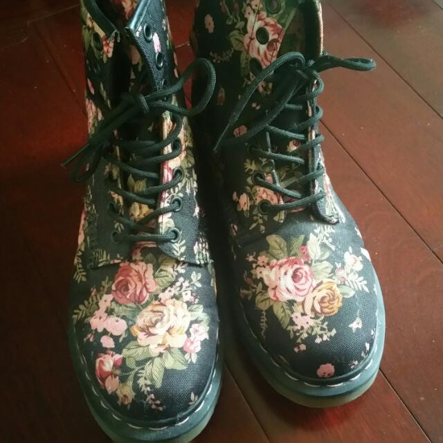 Dr. Martens 1460 Victorian Flowers Size 9