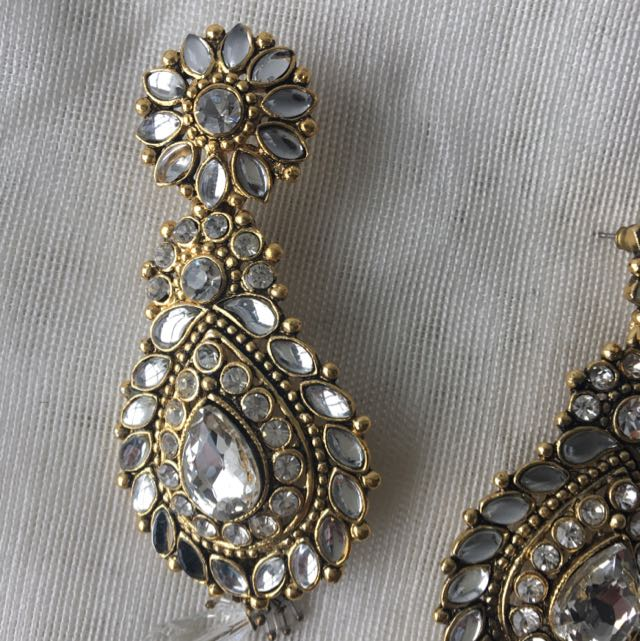 Golden Earrings With White Crystals