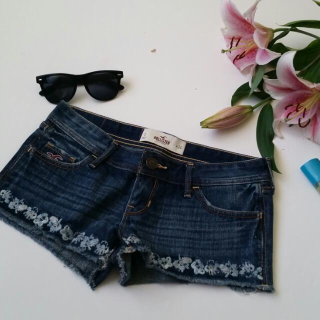 Hollister Shorts Waist 24