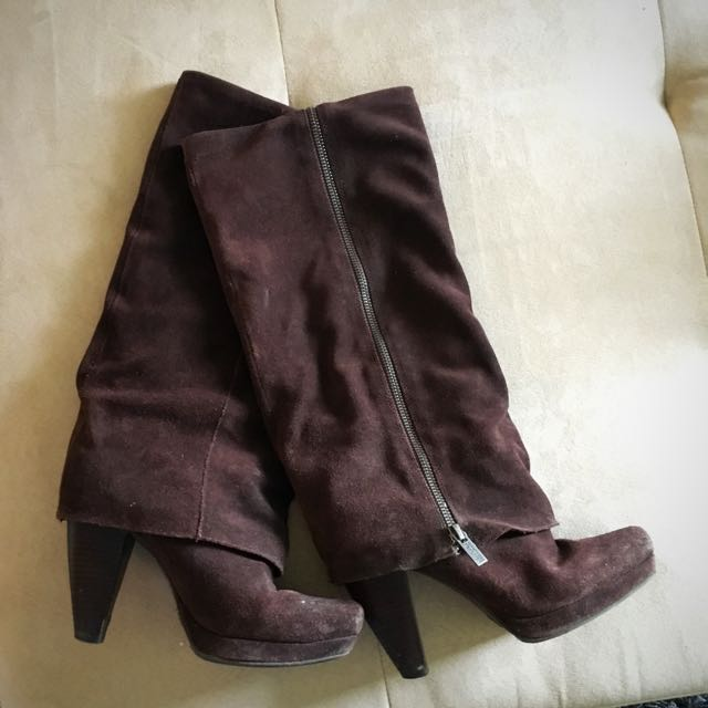 KENNETH COLE SUEDE BOOTS