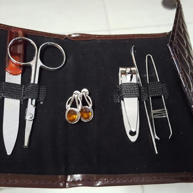 Manicure And Earring Set