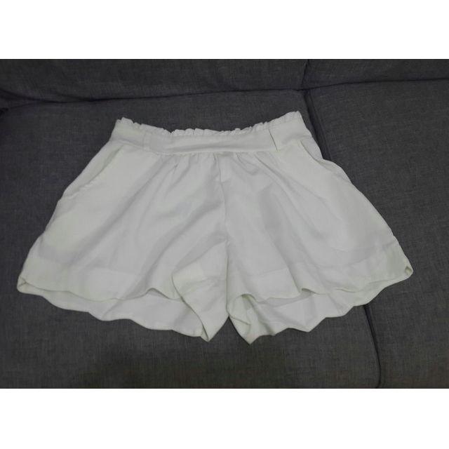KAMAYO White flowy shorts women