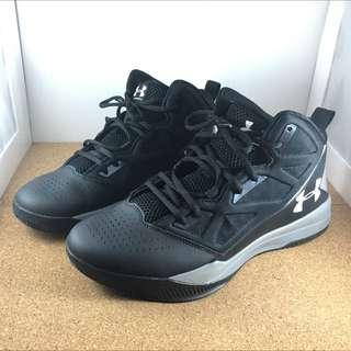 UNDER ARMOUR 籃球鞋