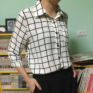 九成新 七分袖白底黑條格子襯衫