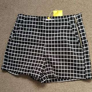 NEW* High Waisted Checkered Shorts