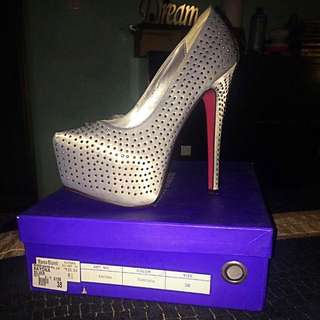 Shoes - Woman's High Heels Size 7-8