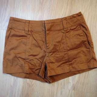八成新短褲 含運費 $180