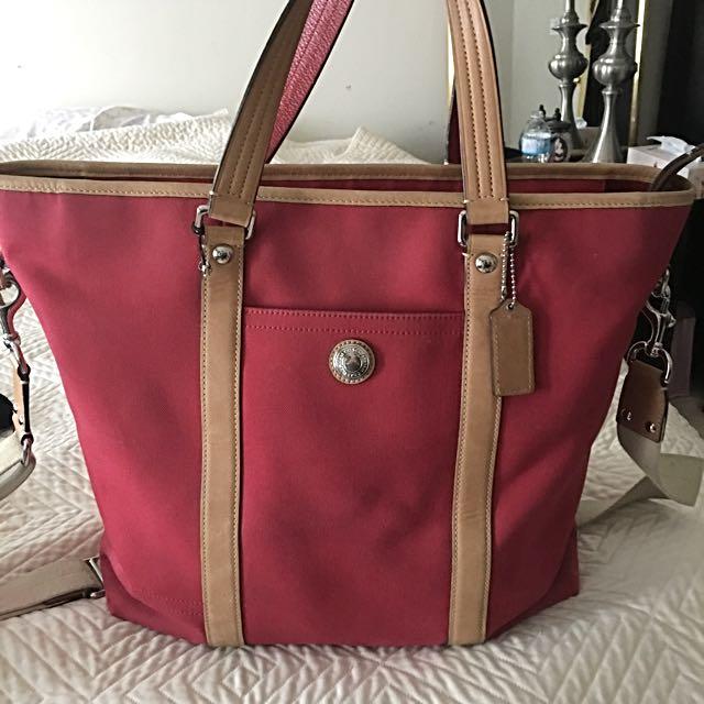 Coach nice bag( hold )