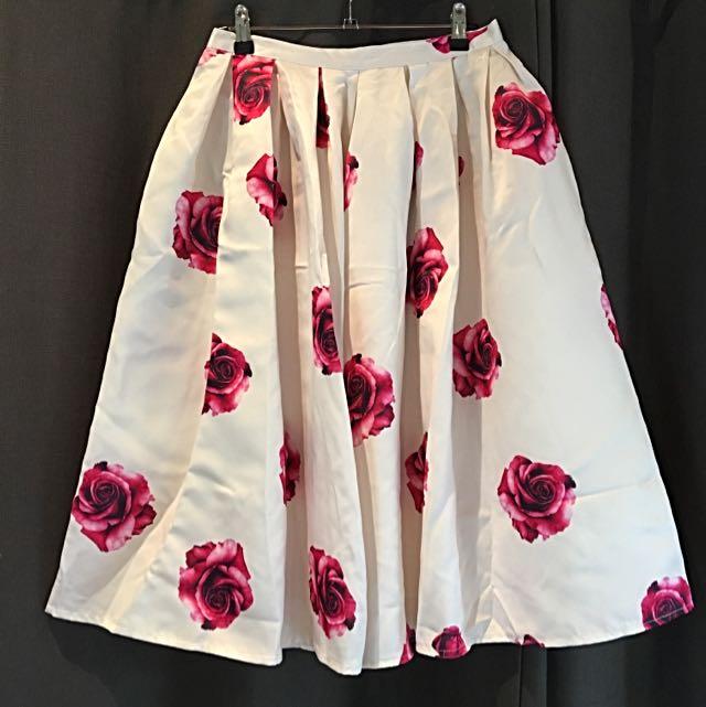 Floral Print High Waisted 3/4 Skirt