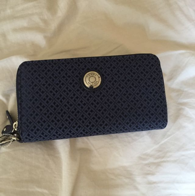 (pending) genuine and NEW Tommy Hilfiger purse