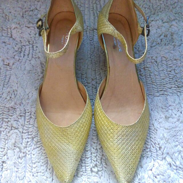 Golden Yellow Pointed Shoes